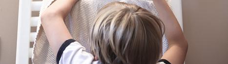 petit garçon seche serviette