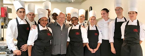 Inauguration d'une nouvelle école Cuisine Mode d'Emploi(s) à Clichy